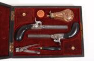 Paar Perkussionsreisepistolen im Kasten